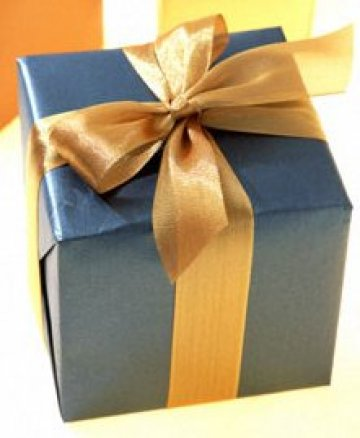 click for detailed image Blue with gold gift221.jpg